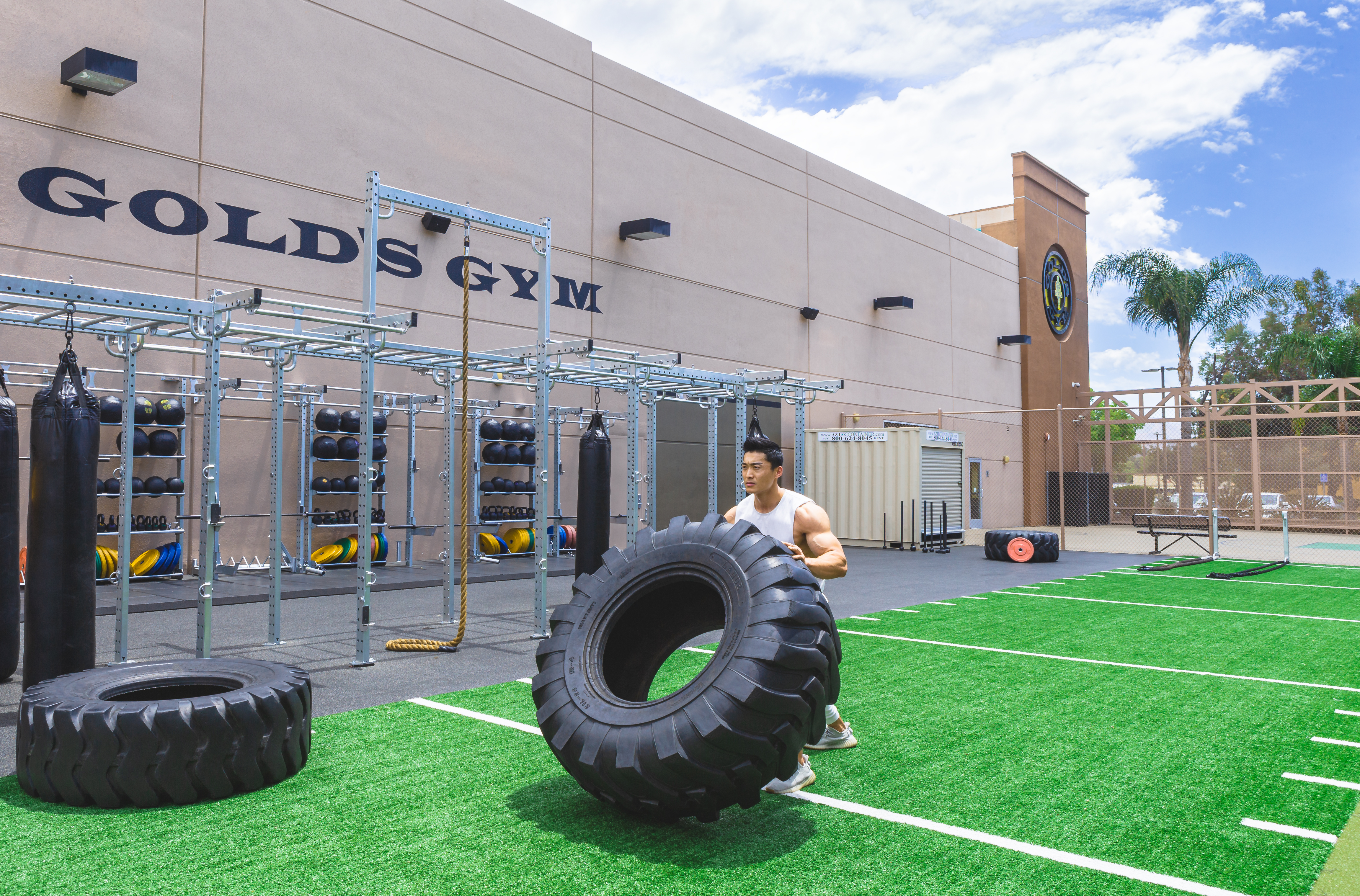 Golds Gym-Outside-3